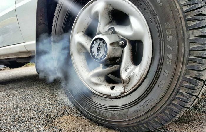 Autoteilereinigung durch Trockeneisstrahlen