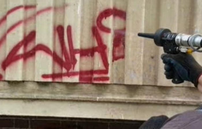 Graffitientfernung durch Trockeneisstrahlen