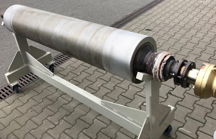 Trockeneisreinigung einer Druckwalze